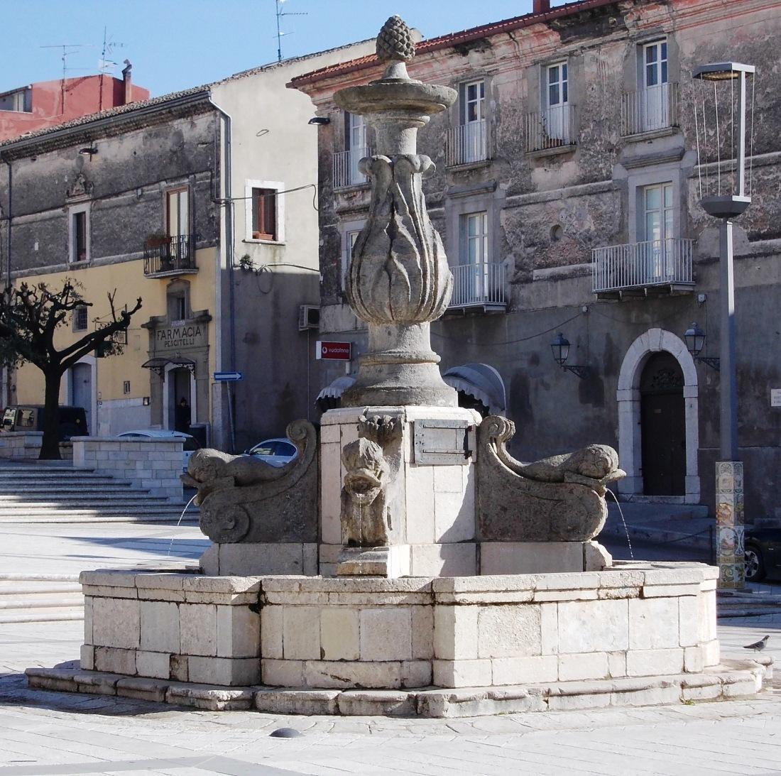 Fontana_dei_delfini_Cerreto_Sannita